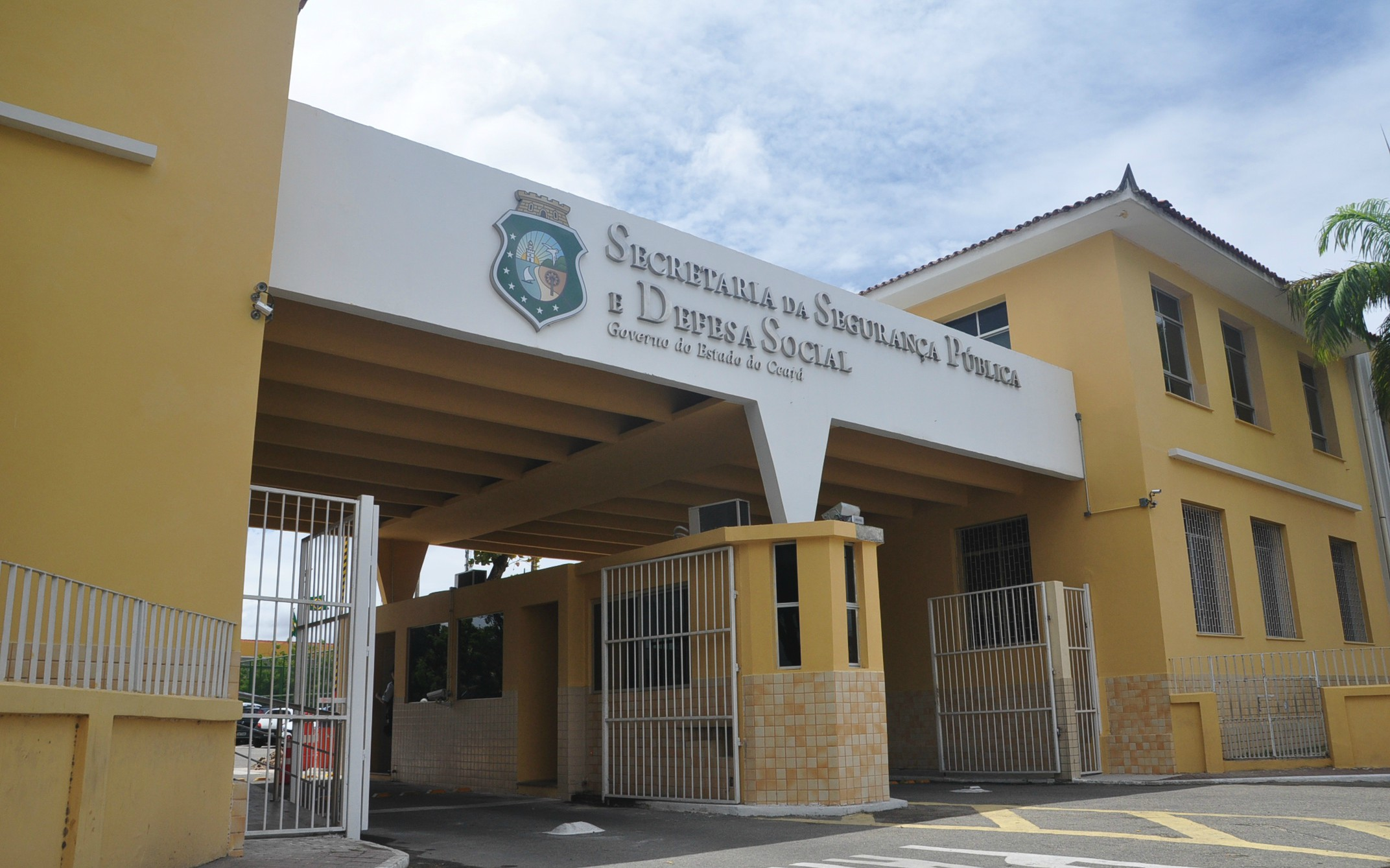 Secretário André Costa apresenta detalhes de pacote de valorização profissionais da segurança pública após reunião com governador