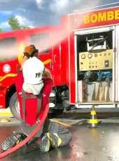 Bombeiros militares passam por treinamento de combate a incêndio urbano